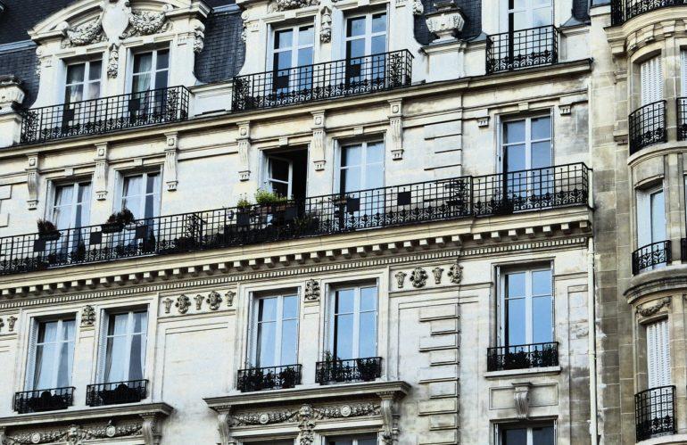 Ce qu'il faut savoir avant d'acheter un appartement haussmannien