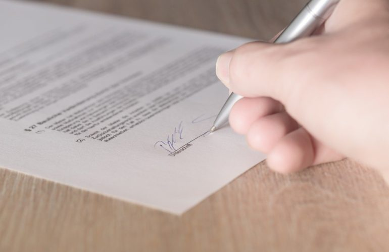 Conclure et résilier un bail étudiant : quelles sont les règles applicables ?